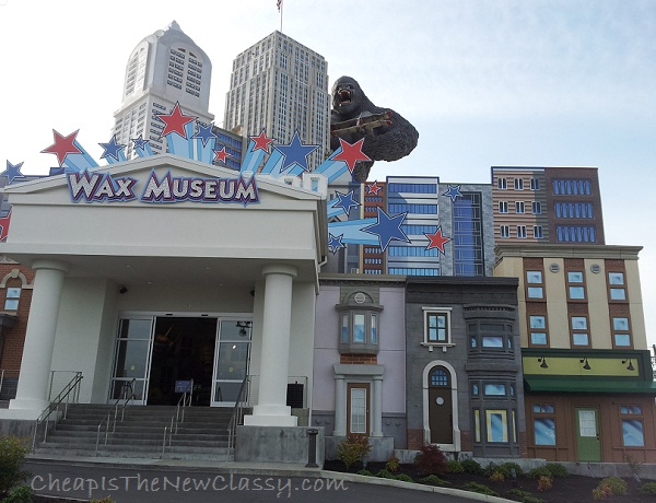 Hollywood Wax Museum - Right side of the building and entrance