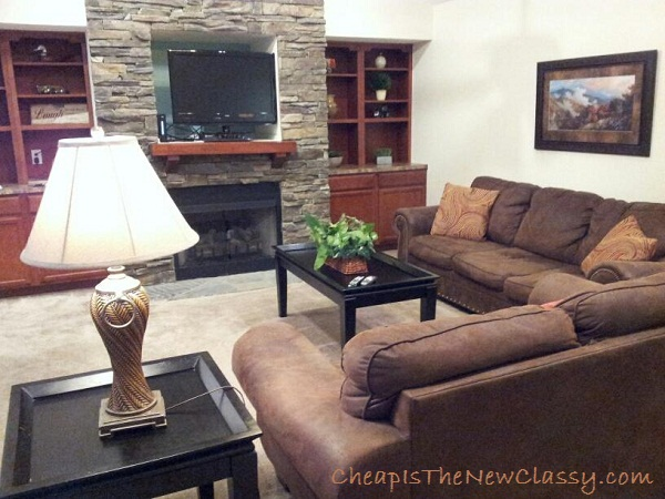Living area of the Old Mill Lodging cottage #320 Daydreamin' featuring a gas fire place and comfy sofas