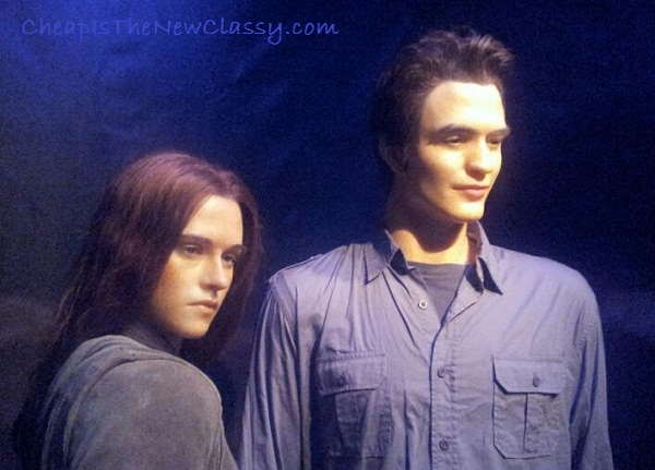 Twilight Bella and Edward {Kristen Stewart and Robert Pattinson} wax figures at the Hollywood Wax Museum in Pigeon Forge TN - Cheap Is The New Classy