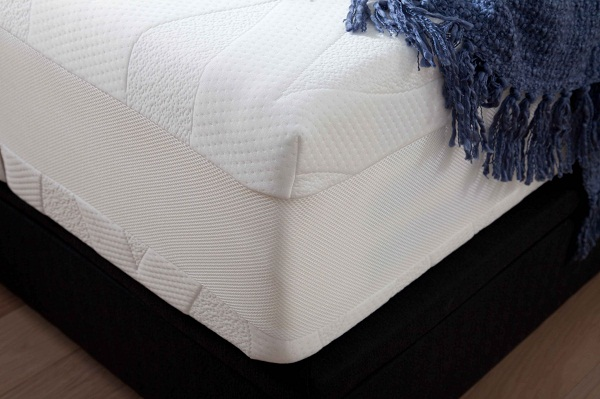 Dormeo Octaspring 8500 mattress corner. Photo courtesy of Dormeo Octaspring