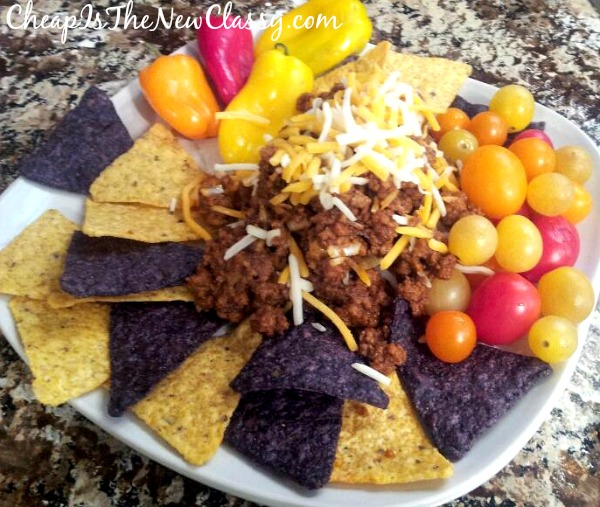 Quick and Easy Vegetarian Nachos Recipe #sponsored #BeyondMeat