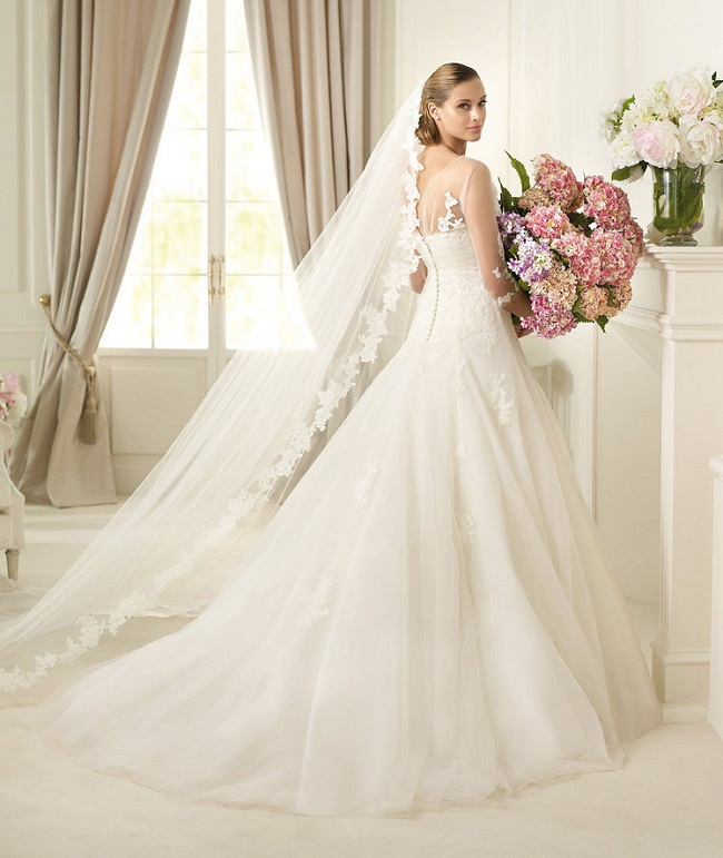 If you are planning a vintage inspired wedding and need a dress, you can find gorgeous and affordable vintage wedding dresses at Rosanovias. #sponsored
