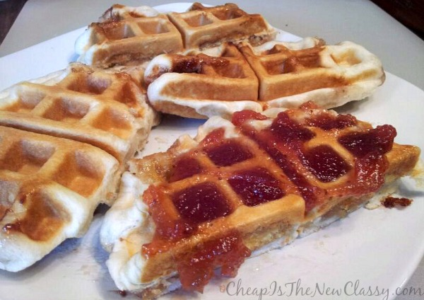 Strawberry Shortcake Waffle Pie Recipe #sponsored #MC #TwinkieCookbook