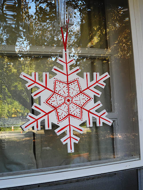 Scandinavian Snowflake Plaque: 10 Snowflake Crafts and Ornaments | Cheap Is The New Classy