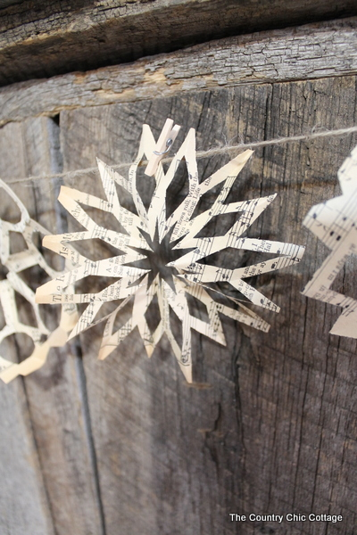 Sheet Music Snowflake Banner: 10 Snowflake Crafts and Ornaments | Cheap Is The New Classy