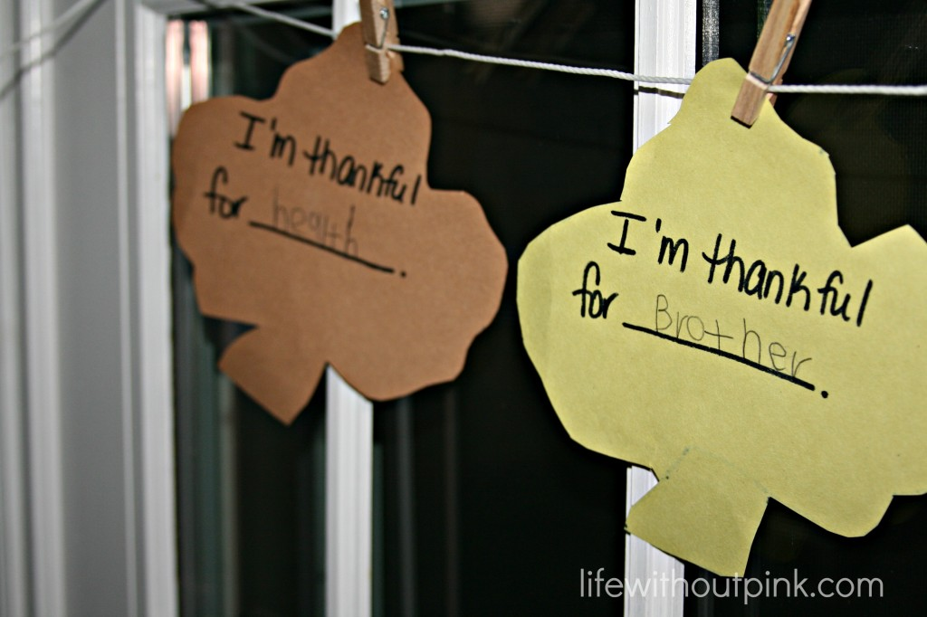 Thanksgiving Gratitude Garland: 10 Kid Friendly Thanksgiving Activities | Cheap Is The New Classy