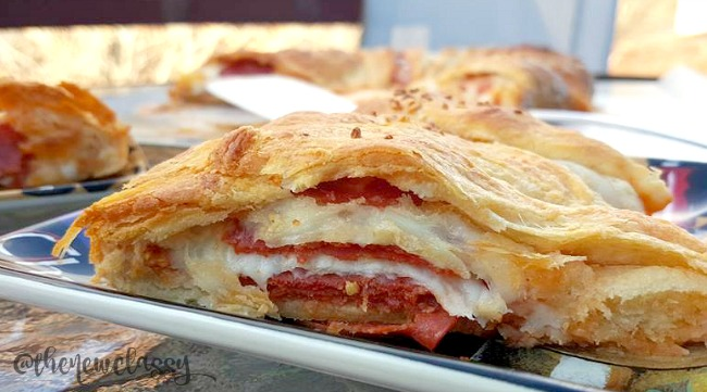 Cheesy Pepperoni Pizza Party Ring Recipe
