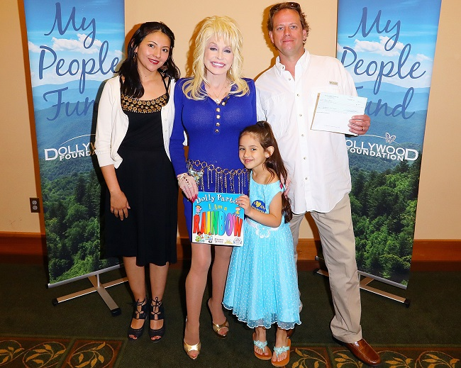 Dolly Parton Helps Distribute Final My People Fun Checks #MyPeopleFund