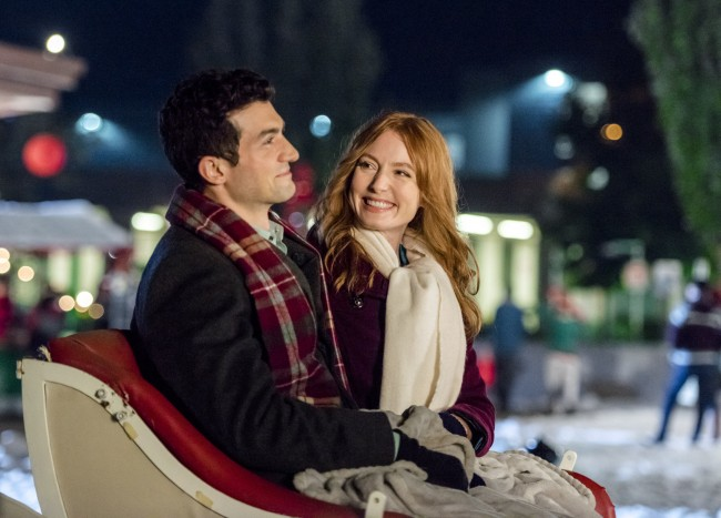 Get into the holiday spirit with @HallmarkChannel original movie, #TheMistletoeInn on Thursday, Nov 23rd at 8pm/7c! #CountdowntoChristmas